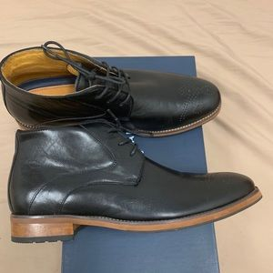 Black Florsheim sz 9.5  Ankle Boot, Mock Wingtip